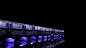 Barrage Vauban de nuit éclairé en violet